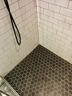 Foto in The Dean Hotel, Dublin - Google Foto's Subway tile and hexa tile