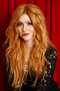 Check out redhead hottie Katherine McNamara playing on her lawn - Hollywood Gossip | MovieHotties