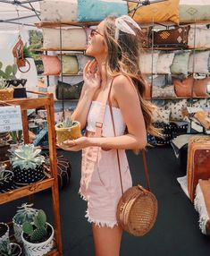 27 Summer Straw Handbags + Outfit Ideas This bag round up is devoted to straw Summer handbags and beach bags! Choose to dress these up while on vacation or opt for a street style! Summer Handbags, Straw Handbags, Summer Bags, Men Summer, Summer Heat, Spring Summer Fashion, Spring Outfits, Autumn Fashion, Winter Outfits