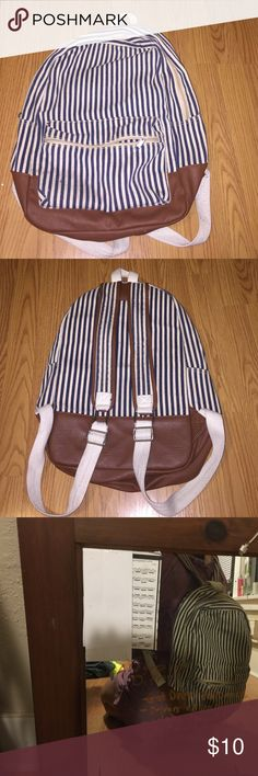 striped navy blue and white backpack Has 3 pockets , 1 big , 1 small and one inside the bag with a zipper. Really lightweight and great for ANYTHING holds surprisingly a lot. Only used 2 times! Bags Backpacks