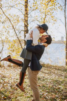 How to prepare for your engagement photos! Dos and Don'ts for posing and taking engagement photos from a photographers prospective! Minneapolis Wedding Photographer Stacey Pitman of Plaid Poppy Co shares an inside scoop!