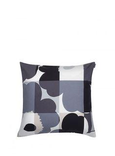 Ruutu-Unikko pillow cover