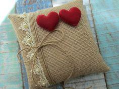 Burlap Ring Pillows, Diy Pillows, Decorative Pillows, Throw Pillows, Alpillera Ideas, Diy Kids Furniture, Cute Birthday Gift, Felt Pillow, Shabby Chic Pillows