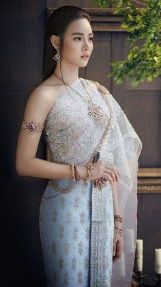 Cute Asian Girls, Beautiful Asian Girls, Beautiful Girl Image, Traditional Fashion, Traditional Dresses, Beauty Full Girl, Beauty Women, Thai Wedding Dress, Khmer Wedding