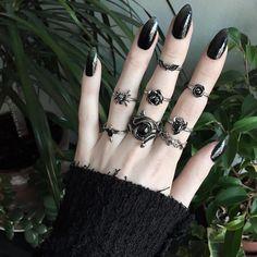 "Olivia Emily (@oliviaemilyx) no Instagram: ""Happy Saturday ✨ wearing lots of @houseofneed jewels today """