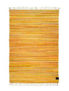 Trasmatta breezer gul, en trasmatta handvävd i bomull. Trasmatta breezer gul finns i flera storlekar och färger. Lika fin matta på landet som i stan.