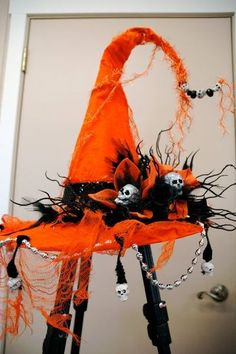 Witches hat Vintage Halloween Awesome Doll make-up! I think I will do something like this for Halloween Witches! Retro Halloween, Halloween Prop, Theme Halloween, Halloween Outfits, Holidays Halloween, Halloween Crafts, Happy Halloween, Halloween Decorations, Halloween Costumes