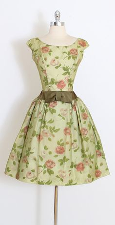 ➳ vintage 1950s dress * beautiful green organza * rose print taffeta * tulle skirt lining * satin accents * metal back zipper condition | excellent fits like small length 39 (1 allowance at each shoulder) bodice length 16 bust 37 waist 27 ➳ shop http://www.etsy.com/shop/millstreetvintage?ref=si_shop ➳ shop policies http://www.etsy.com/shop/millstreetvintage/policy twitter | MillStVintage facebook | millstreetvintage instagram | millstr...