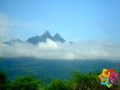 MICHOACÁN MÁGICO. Si gusta del turismo de aventura, Picachos de Acucha en el municipio de Tuzantla le esperan. Estas formaciones rocosas de cientos de metros de altura, son una excelente opción para escalar y practicar rapel, y al llegar a la cima maravíllese con la hermosa vista. Sin lugar a dudas es un sitio que no se puede perder, le invitamos a vivir esta experiencia. HOTEL FLORENCIA REGENCY http://www.florenciaregency.mx/