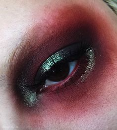 @succuvus / Gorgeous combination of green and red... So mystical and beautiful, intriguing, stylish... Very attractive and inspiring! And so so beautiful dark brown eye! Magnificent color!