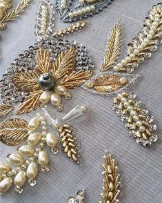 195 отметок «Нравится», 3 комментариев — МАТЕРИАЛЫ ДЛЯ ТВОРЧЕСТВА📿🧵 (@pinksummer_bird) в Instagram: «Девочки Всем привет! Меня зовут Ксюша🙋🏻♀️ Я творческий человек и за время моей работы, как у…» Zardozi Embroidery, Hand Embroidery Dress, Tambour Embroidery, Bead Embroidery Patterns, Embroidery On Clothes, Couture Embroidery, Bead Embroidery Jewelry, Embroidery Fashion, Hand Embroidery Designs