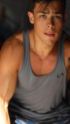 Fitness Body Men, Men's Health Fitness, Big Biceps Workout, Half Marathon Motivation, Diets For Men, Workout Plan For Men, Beautiful Men Faces, Half Marathon Training, Running Tips