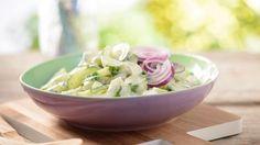 So leicht und so lecker: Unser Gurkensalat vereint die Frische von Gurken mit der würzigen Note von mildem Knoblauch-Dip. Himmlisch!