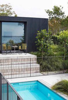 Fence Around Pool, Pool Fence, Backyard Fences, Modern Landscaping, Pool Landscaping, Pergola Designs, Pool Designs, Café Exterior, Exterior Design