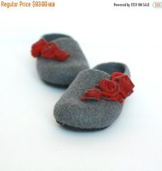 Women house shoes - felted wool slippers - Valentines gift  - grey slippers with red roses - gift for her - women slippers - felted slippers