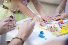Decoração de festa infantil fadas e piratas Brincadeiras para festa infantil em casa: 3 anos da Clara - Maternidade Colorida