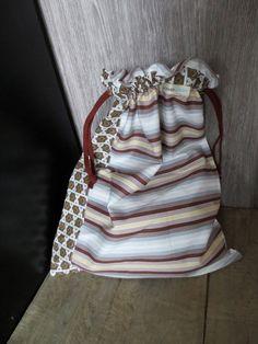 Sac à chaussure, sac à vêtements, brun , gris et beige, sac à vêtements - fait de tissus recyclés Couture, Chanel Boy Bag, Creations, Shoulder Bag, Fashion, Recycled Leather, Shoe Bag, Bags, Accessories