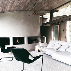 Happy Friday everyone. We would love to be spending the weekend here @oceanhousegreatoceanroad the perfect spot to recharge and relax. Love this angle that @rebeccavitartas.stylist took from our shoot this week. Our Pia rug looks right at home in this amazing space. #interiorstyle #architecture #robertmillsarchitectects #oceanhouse #lorne #victoria #texture #lifestyle #tribehome #tribehomerugs #tribehomeonlocation #flooring #interiors #instagood #minimalmood #minimal #minimalinspo #rugs…