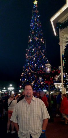 We walked past the Christmas tree down Main Street. The next pic shows the amazing view down Main Street.