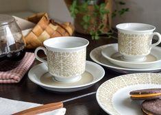 アラビア/ARABIA ティッティ/Tytti ベージュ/Beige コーヒーカップ&ソーサー よく見てみると葉の形がさりげなくハートが採用されているなど、 遊び心も感じられます。 さすがは人気デザイナーならではの細部までの心配りです。