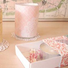 Para que estéis entretenidas este fin de semana, os dejo con un tutorial súper bonito!  http://www.unabodaoriginal.es/blog/estas-invitad/regalos-para-invitados/diy-pequenas-velas-de-encaje