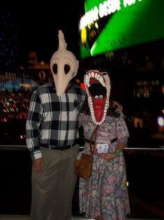 Adam and Barbara Maitland Costumes From BeetleJuice!: 7 Steps (with Pictures) Tim Burton Halloween Costumes, Beetlejuice Halloween Costume, Halloween Masks, Diy Costumes, Costume Ideas, Beatle Juice Costume, Monster Mask, Halloween This Year, Halloween Ideas