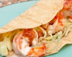 Tacos de crevettes coco minceur au saumon sur lit d'endives : http://www.fourchette-et-bikini.fr/recettes/recettes-minceur/tacos-de-crevettes-coco-minceur-au-saumon-sur-lit-dendives.html