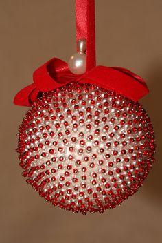 Christmas Ball Ornaments Diy, Homemade Christmas Crafts, Sequin Ornaments, Homemade Ornaments, Christmas Projects, Christmas Tree Decorations, Christmas Fun, Holiday Crafts, Christmas Bulbs