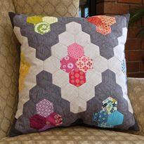 Slow Sewing: Hexie Diamond Pillow #hexie #quilting #paperpeicing