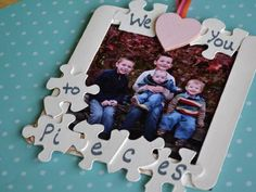 Puzzle Piece Frame I love homemade gifts for Mother's Day . Puzzle Piece Frame I love homemade gifts for Mother's Day and Father's Da Grandparents Day Crafts, Grandparent Gifts, Fathers Day Crafts, Puzzle Piece Crafts, Puzzle Pieces, Craft Gifts, Diy Gifts, Cadre Photo Diy, Holiday Crafts