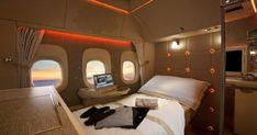 Μια θέση ταξιδιού που έλαχιστοι θα καταφέρουν να κλείσουν ποτέ. Πρόκειται για την καινούργια και First Class Airline, Emirates First Class, First Class Seats, Smart Bed, Emirates Airline, Travel Expert, Dirt Cheap, Aircraft Design, Best Places To Travel