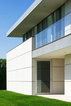 Stunning Ocean Guest House Wrapped in Fiber Cement Panels Cladding Design, House Cladding, Exterior Cladding, House Siding, Facade Design, Cladding Ideas, Facade House, Exterior Design, Fibre Cement Cladding