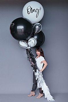 Black + those marble balloons. Balloon Tassel, Balloon Backdrop, Balloon Bouquet, Balloon Garland, Jumbo Balloons, Big Balloons, Latex Balloons, Marble Balloons, Black Balloons