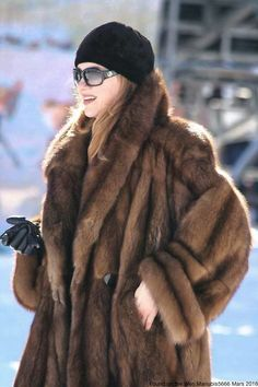 Sable Fur Coat, Fox Fur Coat, Fur Fashion, Winter Fashion, Street Fashion, Russian Winter, Vintage Fur, Fur Jacket, Style Guides