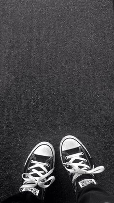 Background black and white grunge hipster iphone popular shoes street tumbl Wallpaper Iphone Tumblr Grunge, Tumblr Iphone, Wallpaper Iphone Love, Hipster Wallpaper, Cool Wallpapers For Phones, Best Iphone Wallpapers, Trendy Wallpaper, Walpaper Iphone, Hd Desktop