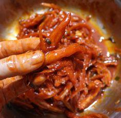 시어머님께 배운 밥도둑 북어채무침 만드는방법 Fun Easy Recipes, Asian Recipes, Easy Meals, Healthy Recipes, K Food, Food Porn, Good Food, Korean Dishes, Korean Food