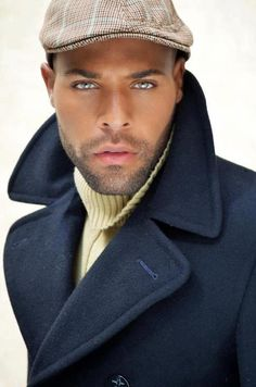 Style Homme. Men, well dressed. Yellow turtle neck sweater. Navy wool coat. Driving hat.