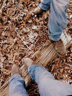 Great combo! Jeans, boots and the outdoors!