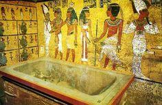 """Eski Mısır'da Büyük Mezar Soygunları  Merhaba arkadaşlar, Bu yazımın konusu, geçen haftalarda belirttiğim """"Büyük Mezar Soygunları"""" olayı. Konuyu olabildiğince teknik terminolojiden uzak ve anlaşılır bir biçimde sizlere aktarmaya çalışacağım.  """"Büyük Mezar Soygunları"""" esasen dünyanın çeşitli müzelerine dağılmış bir grup papirüste (PBM 10052; Papyrus Abboot, vb) anlatılan olaylara denmektedir. Tarih aralığı olarak M.Ö. 1129 - M.Ö. 1077 arasında Yeni Krallık olarak bilinen dönemde yaşanmıştır…"""