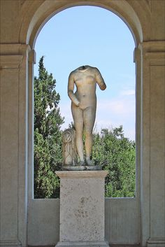The loggia called Cleopatra in the garden of the Villa Medici (Rome)