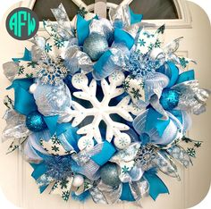 A cool winter collection of 15 Chilling Handmade Winter Wreath Designs For Your Front Door with a lot of ideas for inspiration that you can use. Christmas Mesh Wreaths, Christmas Decorations For The Home, Christmas Projects, Winter Wreaths, Christmas Stocking, Christmas Ideas, Christmas Bulbs, Diy Xmas Gifts, Diy Wreath