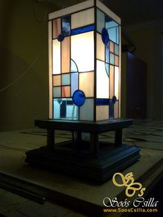 Art Deco Stojacia Tiffany Lampa |