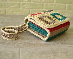 Сумочка с магнитными кнопками,пришита подкладка,хорошо держит форму ) Цена 2500₽ #сумка#вязаныйклатч #рюкзаки#вязание… Crochet Wallet, Crochet Pouch, Crochet Gifts, Diy Crochet, Crochet Book Cover, Crochet Books, Crochet Handbags, Crochet Purses, Crochet Designs