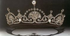 A piece of history: The beautiful tiara was owned by the Queen Mother and handed down to Princess Margaret. Kensington Palace confirmed that the tiara was owned by the Queen Mum, passed on to Princess Margaret and now appears on Catherine. Royal Crowns, Royal Tiaras, Crown Royal, Tiaras And Crowns, Princess Margaret, Princess Kate, Flower Tiara, Royal Jewelry, Jewellery