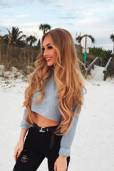 30 Light Brown Hair Color for Cool And Charming Look - Beste Frisuren Haarschnitte Hair Highlights And Lowlights, Hair Color Highlights, Hair Color Dark, Blonde Color, Cool Hair Color, New Hair Colors, Brown Hair Colors, Light Brown Hair, Light Caramel Hair