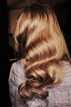 Classic Veronica Lake curls.