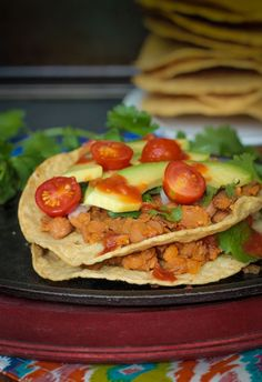 Smoky Pinto Bean Tostadas Smoky Pinto Bean Tostadas - Super quick and easy, these customizable gluten free tostadas make the perfect weeknight meal. Lunch Recipes, Whole Food Recipes, Salad Recipes, Vegan Recipes, Free Recipes, Vegan Meals, Vegan Food, Dinner Recipes, Plant Based Diet