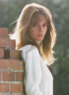 Jacqueline Bisset Photos - Jacqueline Bisset Picture Gallery - FamousFix - Page 7 Classic Beauty, Timeless Beauty, Beautiful Women Pictures, Gorgeous Women, Jacqueline Bissett, Gal Gabot, Candid Girls, Ali Macgraw, Star Francaise