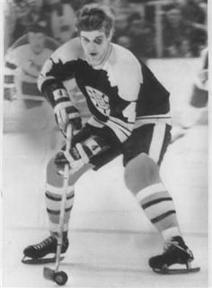 bobby orr - the only defenceman to win the scoring title Boston Sports, Boston Red Sox, Bobby Orr, Boston Bruins Hockey, Nfl Football Games, Hockey Cards, Sports Figures, Black N White, Ice Hockey
