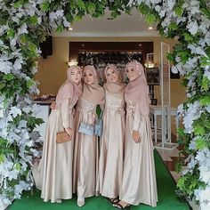 Muslimah Wedding Dress, Muslim Wedding Dresses, Bridesmaid Dresses, Wedding Hijab, Bridesmaids, Hijab Bride, Muslim Brides, Dresses Short, Trendy Dresses